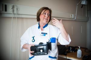 Sjuksköterskan Anna Nygren på lungkliniken jobbar med behandling av sömnapné.