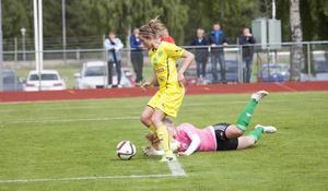 Sanna Signeul stod för tre mål och två assist när Ljusdal slog Team Hudik med 6–0.
