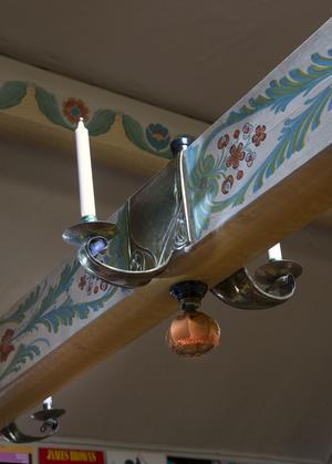 Mässingssmidet spelade en viktig roll i jugfendtidens dekorativa konst, som här på bjälken i Norhagas storstuga.