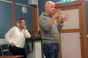 De båda föreläsarna som besökte Borlänge på tisdagskvällen. Madeleine Tügel, från Spelberoendes förening Malmö, och Patrik Axelsson, från Spelberoendes förening Göteborg.