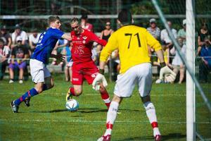 Joel Åman gjorde sina två första mål för säsongen när Anundsjö hemmaslog mariehem med 4–0.    Foto: LUDWIG ARNLUND/ARKIV