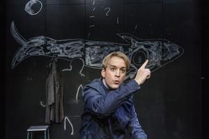 Pjäsens berättare spelas av Andreas T Olsson.