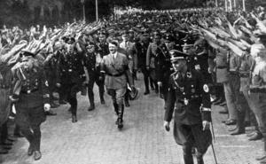 FÜHRERN. Sedan Adolf Hitler tagit makten i Tyskland 1933 förbjöds all politiskt verksamhet som kunde uppfattas som kritik mot nazistpartiet.