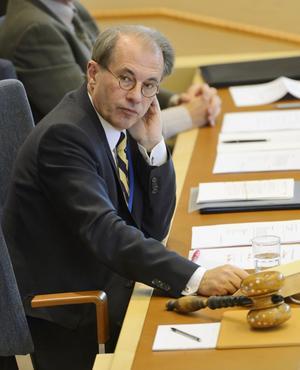 Talmannen Per Westerberg bör inte stoppa oppositions förslag från att gå till omröstning.