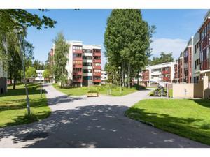 Gavlegårdarna vill sälja 737 lägenheter i Sätra och Bomhus nästa år.