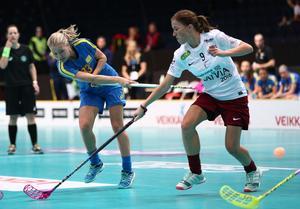 Amanda Delgado Johansson i den svenska landslagströjan i en match mot Lettland.