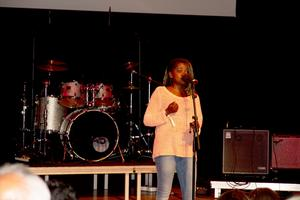 Västeråsaren Asiya Athibout var en av få unga artister under kvällen som fick stående ovationer i Konserthuset. Hon sjöng