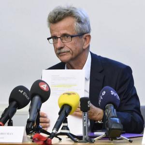 Sigurd Heuman, ordförande för en statlig granskningsnämnd, presenterar sina slutsatser över Skånepolisens så kallade romregister. Domen är hård.