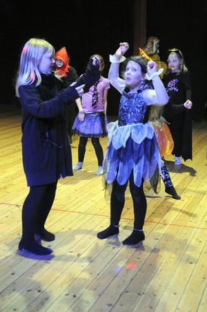 Lekar och tävlingar varvades med dans under Halloweenfesten på Kulturhuset.