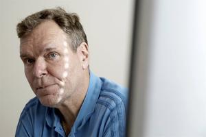 Även om det kan vara svårt att komma åt den som står bakom ett bluffmejl eller en falsk faktura, ska man polisanmäla, menar Staffan Friberg på bedrägeriroteln.