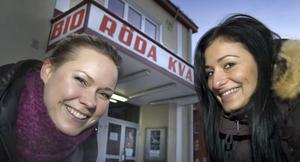 Linda Granberg och Kia Erdogan från föreningen Vi mot droger, VMD, är mycket glada över att ha lyckats få premiären av den svenska filmen Bella & Real till Bollnäs och Röda Kvarn.