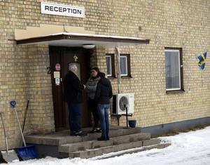 Personal från HVB-hemmet var ute och sökte barnen sedan de lämnat huset. När socialtjänsten åkt från platsen kom barnen tillbaka till hemmet.
