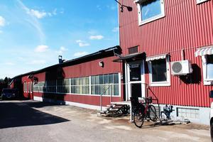Redan i början av 1940-talet byggdes den äldsta delen av gamla Metallprodukter, nu lokaler för Custom Parts-service AB i Edsbyn.