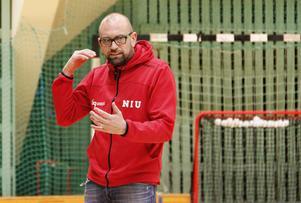 Johan Nordell håller inte med Andreas Lidén om att det ser nattsvart ut för innebandyn i Sundsvall.