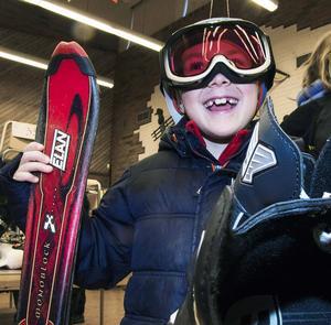 Sjuårige Oskar Englund var mycket nöjd med sina nya skidor 4dab52831e975