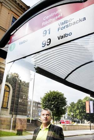 Gunnar Göthberg, trafikplanerare på Stadsbussarna i Gävle, hoppas att fler direktbussar till Forsbacka ska förbättra för de boende på orten. Men han förstår dem som är upprörda för att buss 91 i höst ska gå ännu glesare till Forsbacka.