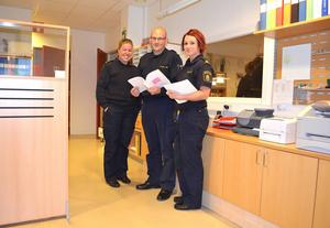 Tre av dem som jobbar vid Timråpolisen är från vänster: Anna Hallebratt, Patrik Sundlöf och Ulrika Löfström.