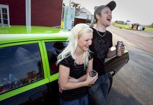 Terese Eriksson och Kristian Jonsson från Rengsjö var bland de första att anlända till festen.