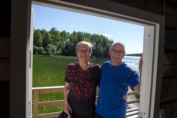 Platsen heter Bålarna av gammal hävd. Det låg en gård här med det namnet. När gruppen köpte marken var det helt igenväxt av sly ner mot sjön.