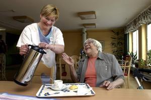 Den trygghet det innebär att få bo på ett äldreboende kommer allt färre till del.