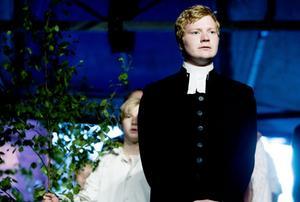 Johannes Bergfeldt är Nathan Söderbloms ungdomsstipendiat 2009. I spelet har han rollen som Sam Fries, Nathans gode vän, präst även han.