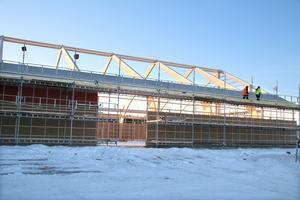 VLT besökte Hallsta ridklubb i december, då hade byggnadsarbetarna kommit så här långt med ridhuset.