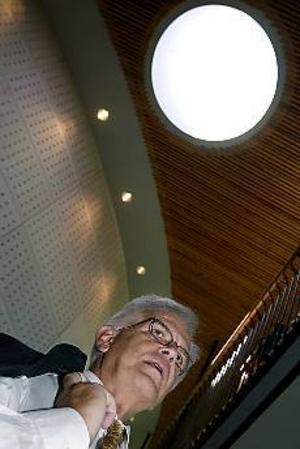 Foto: LEIF JÄDERBERG Högt i tak? Kristdemokraterna inledde sitt riksting i Gävle i går. - Fantastiska omgivningar kring konserthuset, tyckte Alf Svensson.