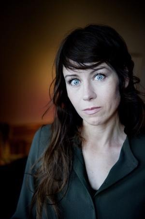 Konstnären Anna Odell fick ett stort medialt genombrott med sitt examensprojekt från Konstfack, då hon iscensatte ett psykiskt insjuknande. Nu är hon aktuell med sin hyllade långfilmsdebut,