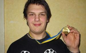 Karl Edvinsson ordnade ett SM-guld i styrkelyft till Säter. FOTO: ROLLE ENGVALL