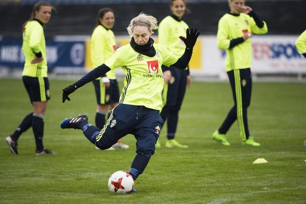 Lisa Dahlkvist vill sätta anfallsspelet under kvällen landskamp mot Kanada.