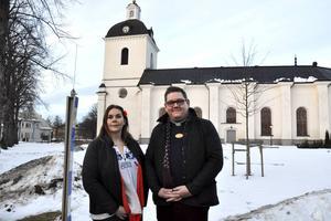 Anna Dellerhagen och Mattias Rådbo hoppas att många tar chansen att viga sig under enklare former i Säters kyrka.