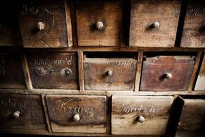 6. Själva affärsdisken har troligen sitt ursprung, kanske från ett apotek i Hudiksvall.