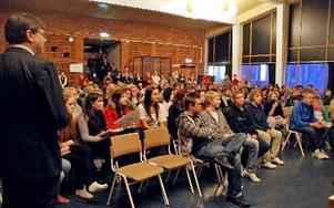 """Stängningen av Älvdalens fritidsgård vållade protester från ungdomarna, som hade stormöte med de beslutande. I dag har föräldrar gått in och bemannar """"fritte"""" på fredagkvällar. Arkivfoto: Jennie-Lie Kjörnsberg"""