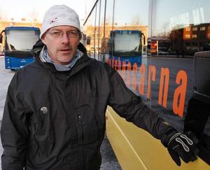 Renhållningschef Ola Skarin tror inte att det lakvatten som runnit utanför dammen innehållit några större mängder miljöfarliga ämnen. Foto: Jan Andersson