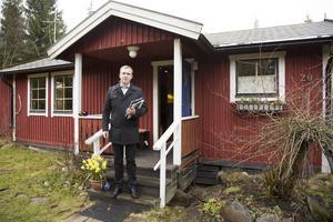 """Bra marknad. """"Vi har haft bra efterfrågan på de fritidshus vi har sålt i år"""", säger mäklaren Fredrik Jöngren."""