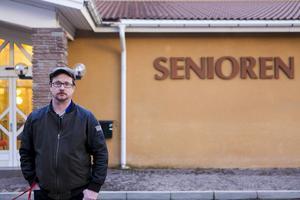 Rikard Mattson tycker att kommunen borde slopa karensdagen för de som riskerar att smittas av bland annat vinterkräksjukan.