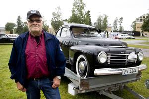 Sven-Eric Lindberg från Sollentuna äger en svart PV 444 från 1947.