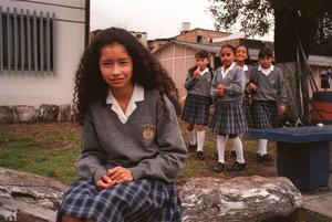 Insändarskribenten tycker att skoluniform vore prima. Bilden tagen vid en skola i Colombia.