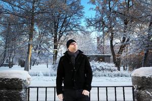 """Stefan Edfeldt får inspiration till nya låtar var han än befinner sig. Självklart har inte bara gitarrfantasterna glädje av nya skivan. """"Alla ska ha ett exemplar"""", tycker Stefan."""