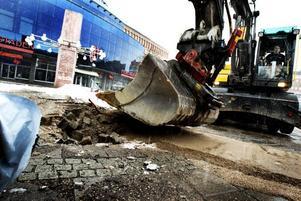 RUST. Förra måndagen började rusten av Stortorget i Gävle.Foto: Britt Mattsson