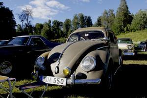 Berndt Sundquists bil, som är ett original enda ut i fälgarna.