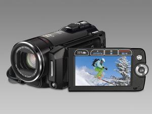 Canons minsta.Det här är Canons minsta hd-videokamera hittills, väger bara 340 gram. Den har 32 mb inbyggt flashminne men man kan även spela in direkt på sdhc-minneskort, vilket gör att man knappast behöver oroa sig för att inte ha utrymme för allt man vill filma. Ska enligt Canon även ha bättre ansiktsigenkänning och snabbare autofokus än förr.Prisintervall: 9 190–11 791 kronor.