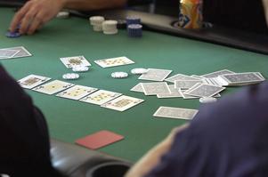 Enligt polisanmälan ska illegalt pokerspel pågå på nätterna på restaurangen.