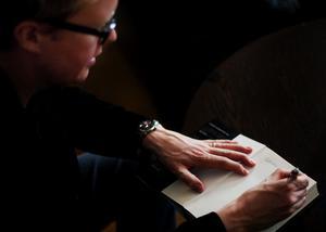 I Sundsvall får Jonas Moström räkna med att signera en och annan bok.