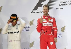 Sebastian Vettel är just nu nummer ett i formel 1-världen. Andra segern på tre VM-deltävlingar i år gör att han toppar VM-ställningen sju poäng före Mercedes Lewis Hamilton.