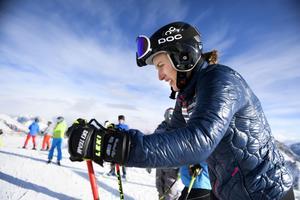Kajsa Kling tar en paus från skidåkningen.