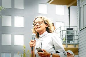 Prästen Marianne Lundin välsignade båten under namngivningsceremonin.