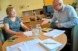 Tisdag 15.30. Kommunstyrelsen har haft möte och efter mötet har vi presskonferens om vilka ärenden som togs upp. Med på pressisen var Charlotta Englund, C, kommunstyrelsens ordförande och Hans Boskär, kommunchef i Lekebergs kommun.