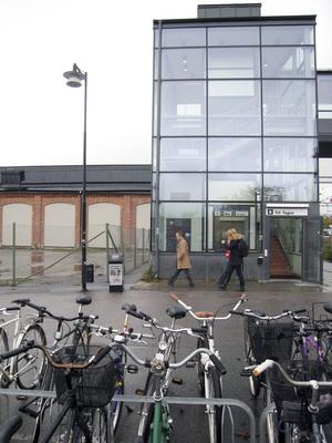 Ska bevakas. De rödgröna vill bland annat ha bevakad cykelparkering vid centralen.