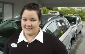 Som taxichaufför tycker Hannah Elversson att hastighetsbegränsningen är bra. Men inte som privatperson – då går det för sakta.